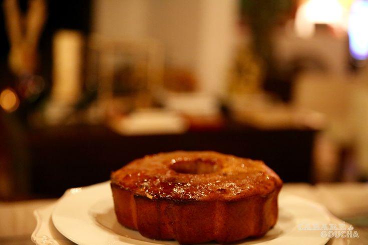 Sabores de Outono que já apetecem, num bolo suculento para um pequeno-almoço de fim-de-semana ou para um chá, a meio da tarde. 4 ovos inteiros 1,5 dl. mel 1 dl.de leite 3 bananas esmagadas em puré. 1 chávena (chá) de açúcar mascavado 2 chávenas (chá) de farinha 1 colher (chá) de fermento em pó 120 …