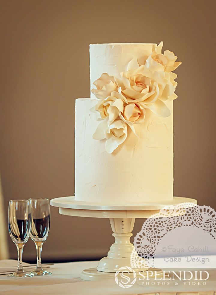 To see more wedding cake inspiration: http://www.modwedding.com/2014/11/10/much-love-brilliant-wedding-cakes/ #wedding #weddings #wedding_cake via Faye Cahill Cake Design