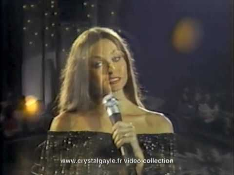 """Crystal Gayle - """"Don't It Make My Brown Eyes Blue"""", Live and introduced by Andy Gibb"""
