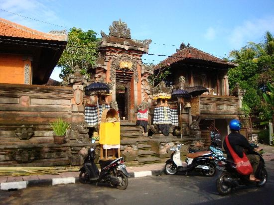 """We'll do a """"homestay"""" here at Artini 1 in Ubud."""