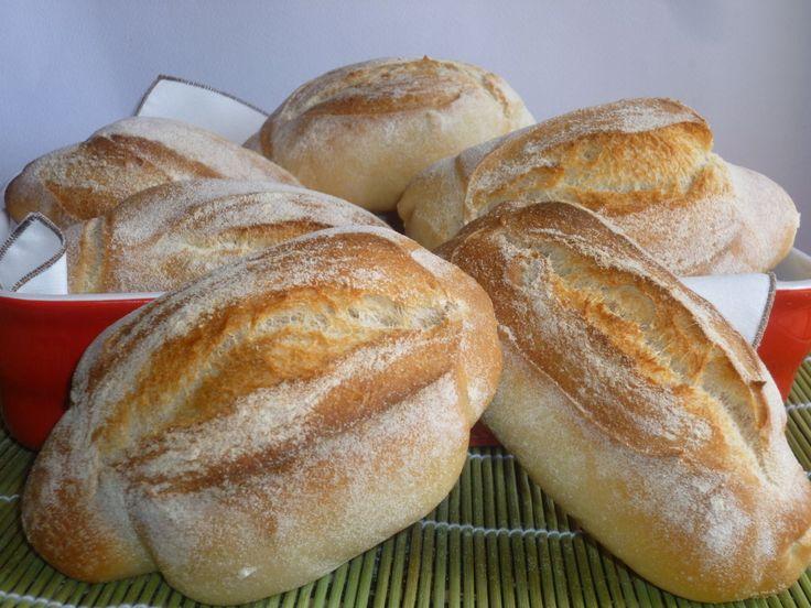 le mantovanine semintegrali, un pane a pasta dura preparato con lievito madre, ideale per essere farcito, crosta croccante e mollica sofficissima