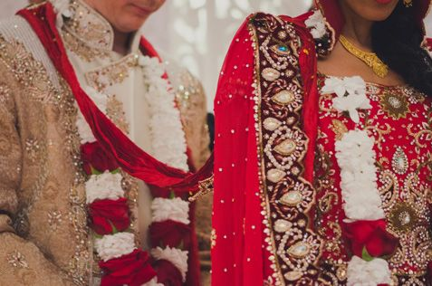 Rich red and white garlands used in the #ceremony #Hinduwedding http://www.collection26.com/weddings/services/high-profile/