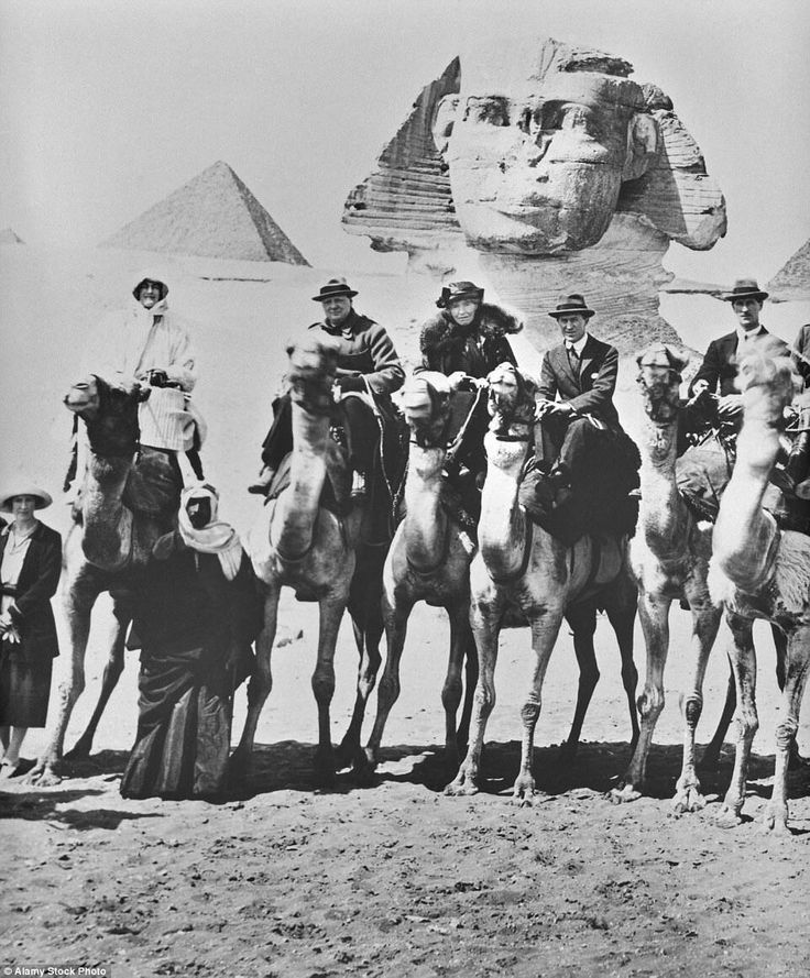 Winston Churchill,Clementine Churchill,T.E. Lawrence and Gertrude Bell on camels in front of the Sphinx at Giza,Egypt on 15 February 1921.    🌹