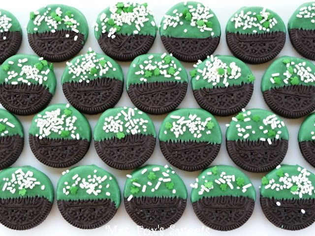 St. Patrick's Day Dipped Oreo's... This one's for you Janie Parkhurst;)