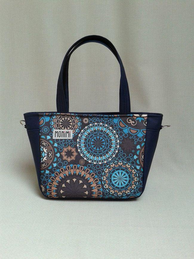 Saját tervezésű #mandala mintát nyomattam gyöngyvászon anyagra és kék textilbőrrel kombináltam. City-bag #női #táska