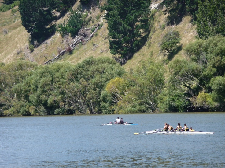 Tourists rowing on the Whanganui River, New Zealand