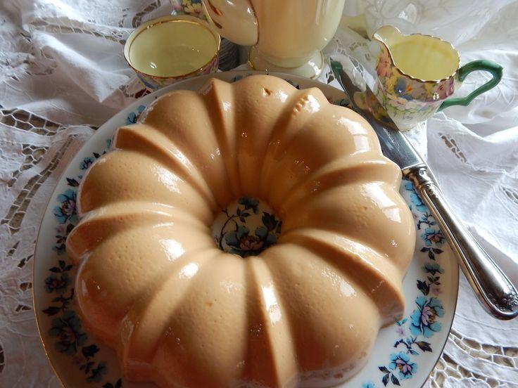 Gelatina de Cajeta. Receta de Gelatina de Cajeta de Jauja Cocina Mexicana. Ingredientes y tips para preparar esta deliciosa gelatina de cajeta. Una chulada de receta para celebrar el Dia de las Madres, y para fiestas y reuniones familiares. Buen provecho! Mil gracias por suscribirse https://www.youtube.com/user/JaujaCocinaMexicana Facebook https://www.facebook.com/JaujaCocinaMexicana Twitter https://twitter.com/JaujaCocinaMex