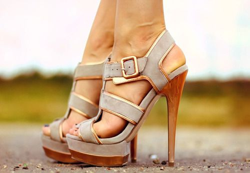 Too cuteKillers Heels, Summer Sandals, Fashion Shoes, Style, Girls Fashion, Gold Accent, High Heels, Hot Heels, Girls Shoes