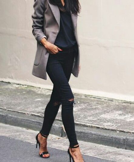 Street Style | Black + Grey | Blazer + T-shirt + Black Jeans + Heels | Casual | Minimal Chic | Style | Fashion | Inspo #nakedstyle