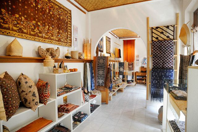 Threads of Life, a shop in Ubud, carries a vibrant selection of traditional textiles.  Jalan Kajeng No. 24, Ubud; +62-361-972-187; threadsoflife.com