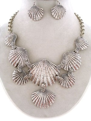 Silver Metal Seashell Sea Life Bib Costume Jewelry Necklace Earrings Set: Life Bib, Jewelry Necklaces, Bib Costume, Costume Jewelry, Metal Seashell, Silver Metal