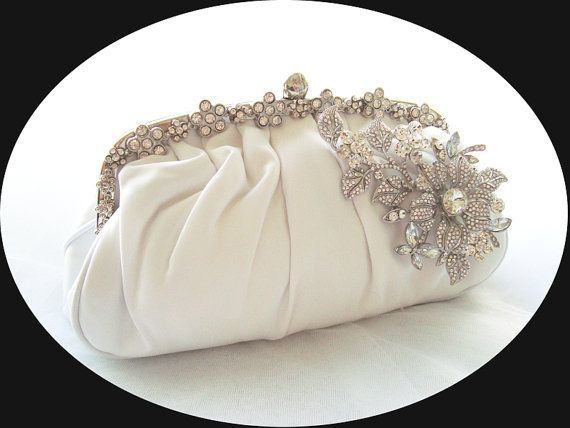 Loving this vintage 1920's bridal clutch - perfect for a Great Gatsby inspired wedding! Find some more great @Etsy finds on 3d-memoirs.com!