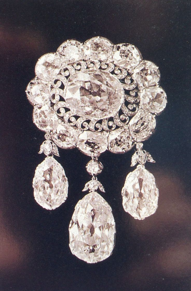 Diamond brooch owned by the Empress Marie Feodorovna. I've also pinned The image of her wearing this.
