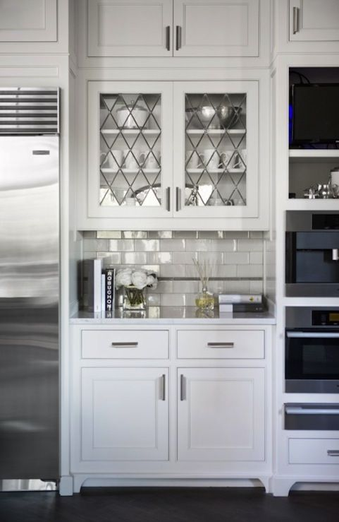 love the leaded glass frontsLinda Mcdougald, Subway Tile, Leaded Glass, Glasses Cabinets, Glasses Doors, Lead Glasses, Kitchens Cabinets, White Kitchens, Cabinets Doors