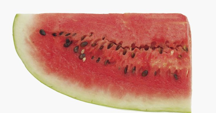 Como fazer bolas de melancia. Melancia gelada é um ótimo lanche doce ou acompanhamento durante as refeições de verão. Capriche na apresentação da melancia para piqueniques ou bufês, tirando pedaços com uma concha, de forma a fazer esferas perfeitas. Bolas de melancia fornecem uma porção do tamanho da mordida, que é o tamanho certo para espetar com um garfo ou colocar em um ...