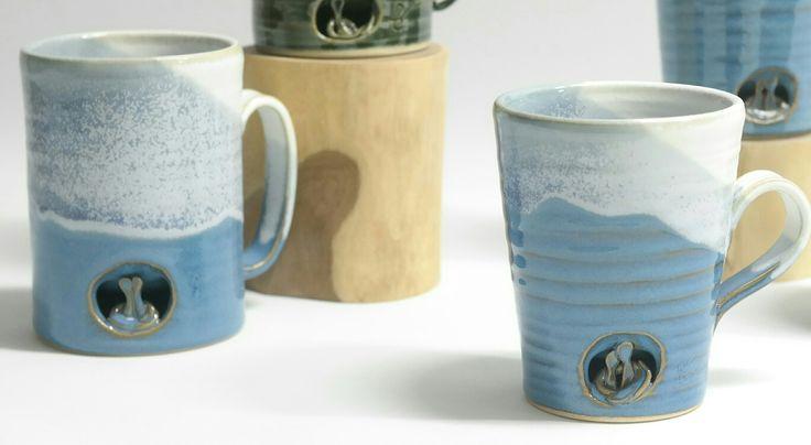 판매가능·010·7180·6399. 가격·개당=2만5천원,$22. 연인머그컵=블루, 그린. 재료=백자토, 색유, 1250도 산화소성.