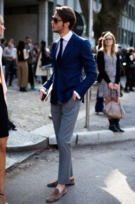 紺テーラードジャケット×グレースラックス×スエードコインローファー茶