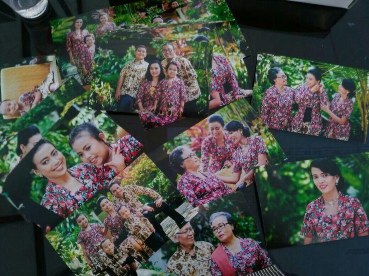 Outdoor Family Photoshoot  #family #javanesse #indonesia #batik #kebaya #parents #kids #son #daughter #grandparent #postcard #outdoor #photography