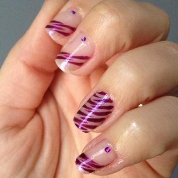nail art zebre violet
