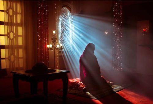Rays of Light on Muslimah in Prayer