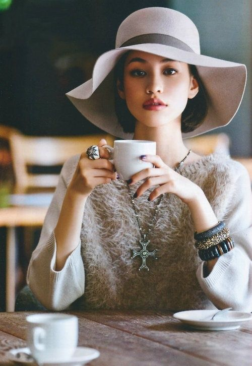 Light creme paste look. Fuzzy top, wide creme hat, some dark bangles