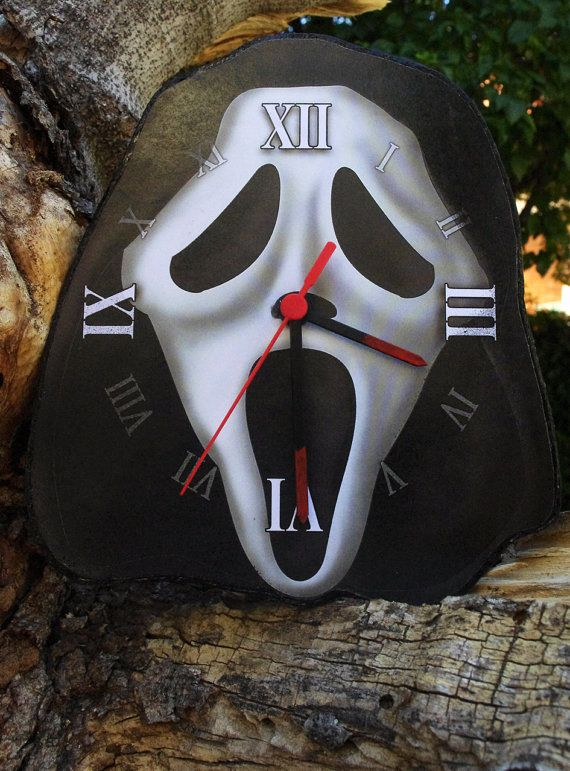 Ghostface mask wall clock. Wes Craven Scream movies by Villaoscura