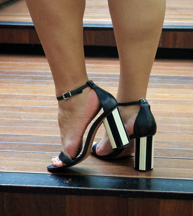 Sandália preta com salto redondo preto e branco da Santa Lolla - Carol Doria, sandals, shoes, sapato do dia, sapato verão 2018