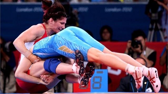 Wrestling - Saori Yoshida of Japan and Tonya Lynn Verbeek of Canada