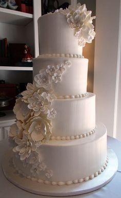 Lovely wedding cake with lotus Sugarflowers