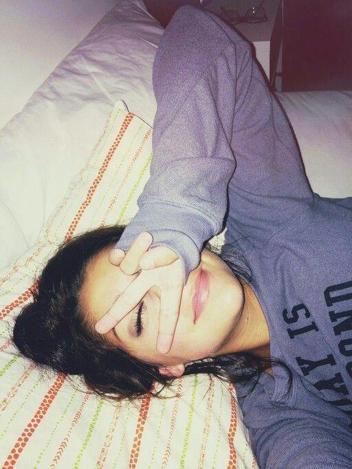 ♡:píntєrєѕt ítѕαlєххα1 | Cute selfie ideas, Selfies poses, Tumblr pics
