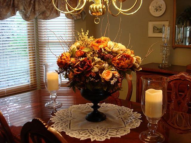 Dining room floral arrangement floral arrangements for Dining room flower arrangements