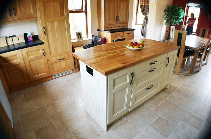 Google Image Result for http://www.raymac-kitchens.com/images/kitchen-contemporary-oak-cream-1.jpg