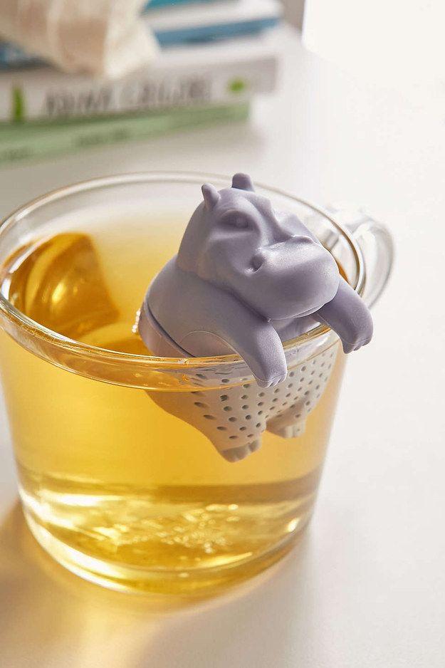 Um hipopótamo que vai infundir o seu chá com alegria.