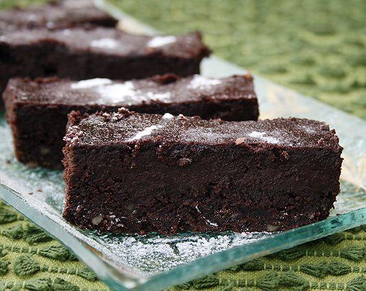 Шоколадно-ореховый пирог с финиковой пастой