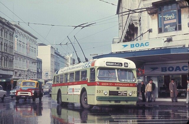 ARA B.U.T trolley bus No107 turning from Customs Street onto Queen Street, Auckland, 30 July 1971, image via flickr