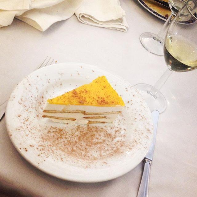 WEBSTA @ sofil88 - Aniversário 60 anos de casados dos avós (dizem eles que é possível 😱) 🍾💍..................#weddingbirthday #grandparents #lunch #december #dezembro #barcelos #restaurantechuva #chuva #family #família #love #dessert #sobremesa #almoçodefamilia #instafood #food #like4like #likeforlike