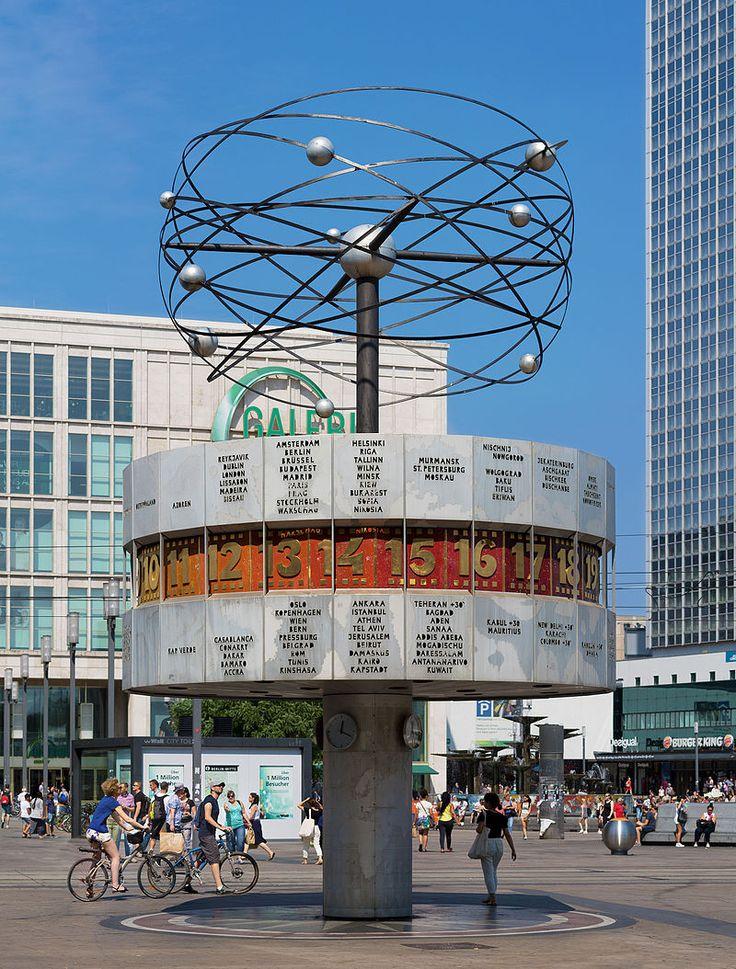 2015 Berlin - Urania-Weltzeituhr von 1969 auf dem Alexanderplatz. ☺