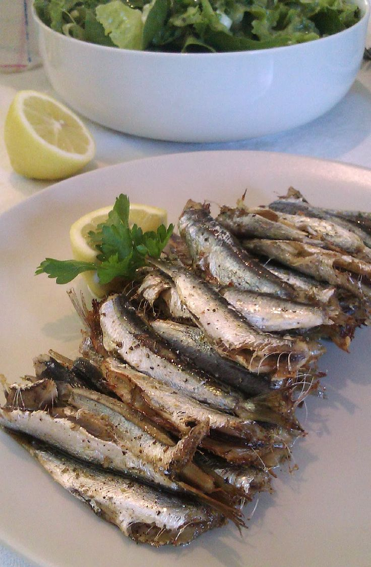 Sardines with Ladolemono Sauce (Σαρδέλες Λαδολέμονο) A very simple and quick recipe for delicious sardines in the oven.