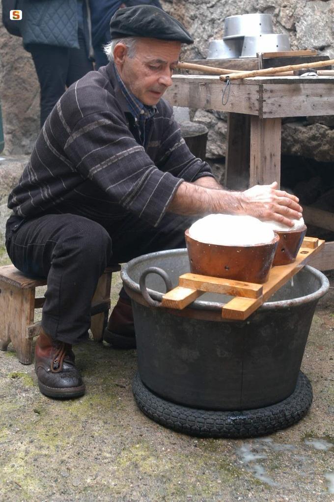 Sardinian #cheese Lollove, Cortes apertas lavorazione del #formaggio