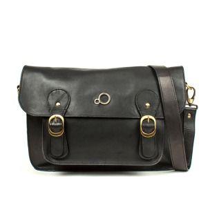 Siyah deri çapraz omuz çantası 300TL'den 120TL'ye düştü! %60 indirimi yakalamak için tıkla: http://baycantaci.com/upload/urun/800_4233_AMELIE_deri_capraz_omuz_cantasi.jpg