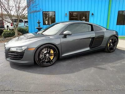 Audi : R8 Base Coupe 2-Door 2009 audi r 8 4.2 l awd 6 speed rare color combo brembo big brakes