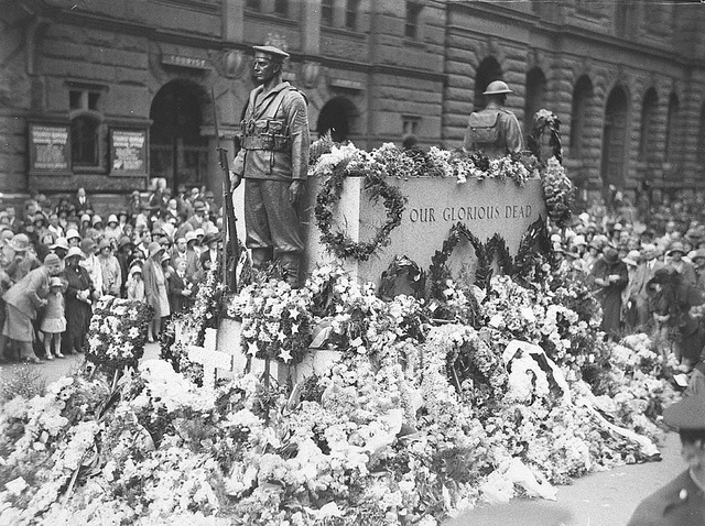 Wreaths on the Cenotaph, Martin Place, Sydney, Anzac Day, 25 April 1930 / photographer Sam Hood. Glass negative / State Library of New South Wales.