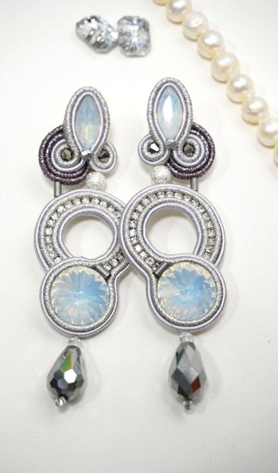 Questi orecchini sono un must, non potete non avere un paio di orecchini argento, che brillano, illuminano e vi fanno notare ovunque voi siate