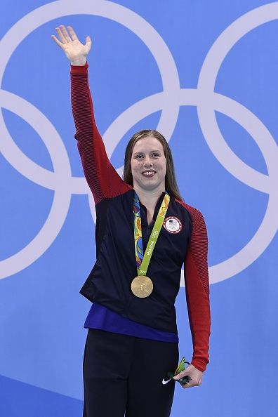 #RIO2016 USA's Lilly King waves while posing with her gold medal on the podium after she won the Women's 100m Breaststroke Final during the swimming event at...