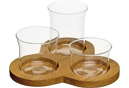 Tarjoilusetti kolmella ei korkuisella lasikulholla. Sopii hyvin erilaisille tarjottaville. Alunen tammea, kulhot lasia.