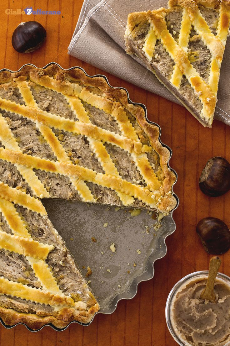 La #CROSTATA DI #CASTAGNE è un peccato di gola da concedersi proprio nella stagione autunnale! http://ricette.giallozafferano.it/Crostata-con-crema-di-castagne.html #italianfood #italianrecipe