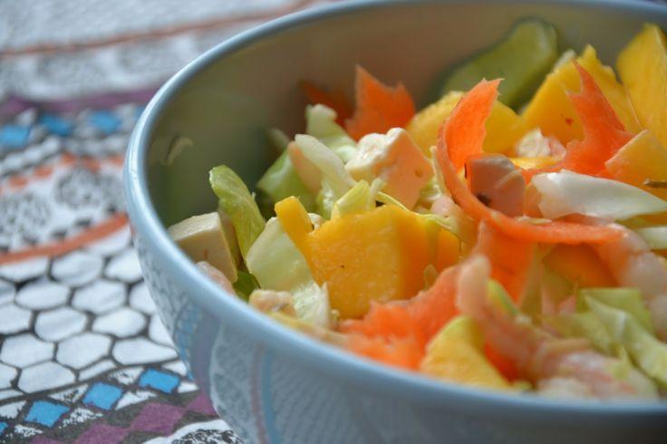 SUND FASTFOOD: Lynhurtig spidskålsalat med mango, feta & bæredygtige rejer (Dinner for One)