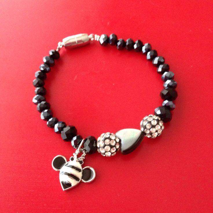 Armband zwart http://www.mijnwebwinkel.nl/winkel/sieraden/c-3026900/producten/