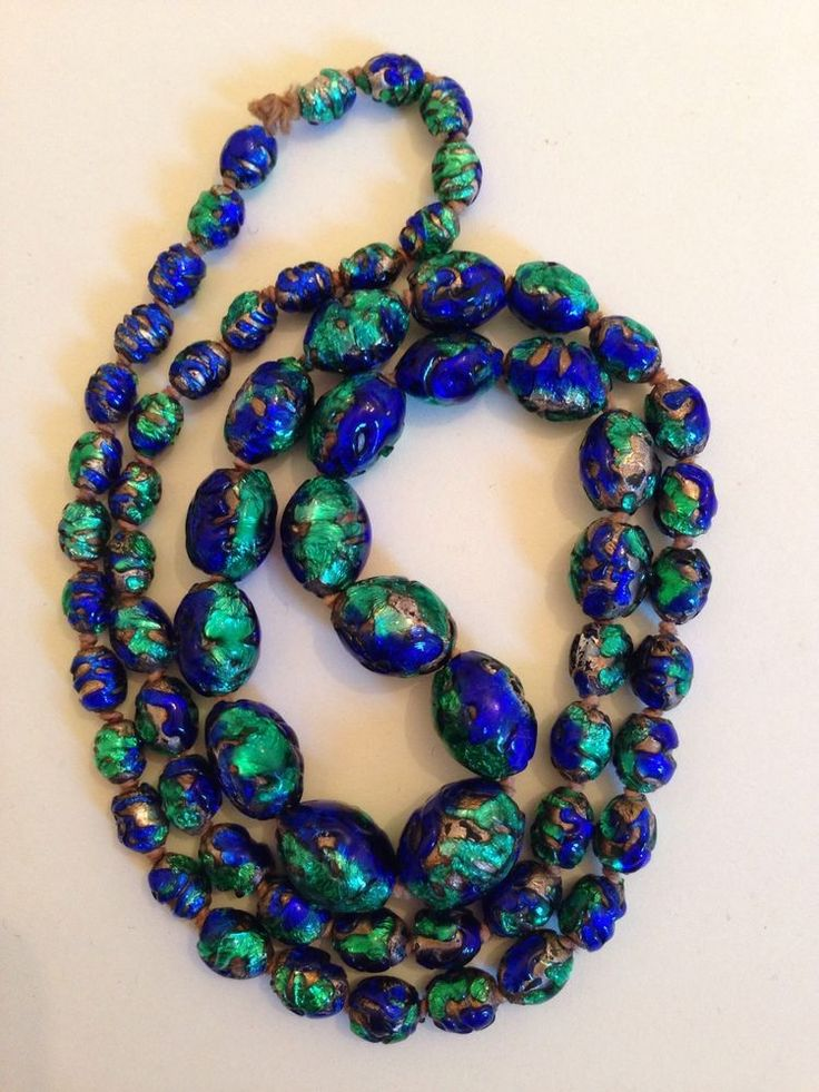 BEAUTIFUL LONG EARLY ANTIQUE PEACOCK FOIL VENETIAN GLASS BEAD NECKLACE
