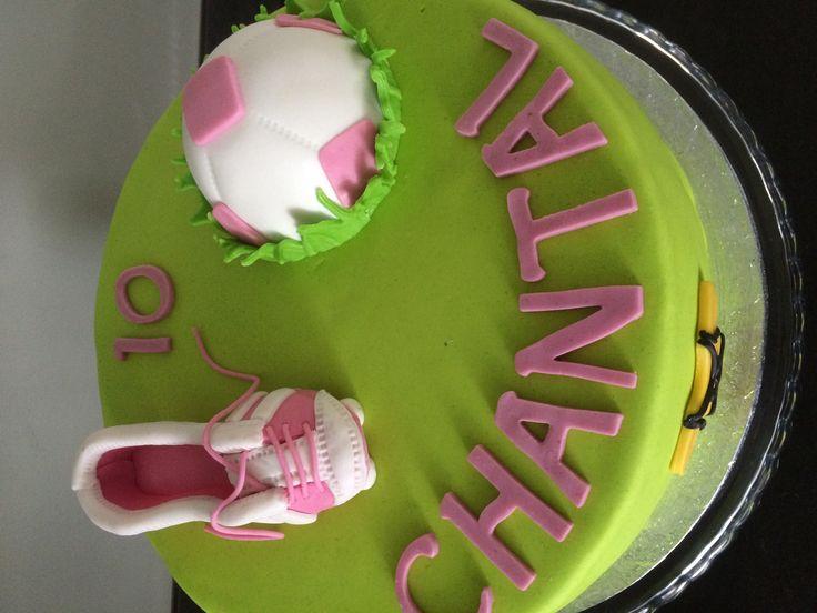 Meisjes voetbal taart!  Door Franciska Bark 5-16